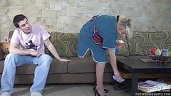 仕事中に義理の母親に強制される息子