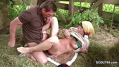Bauer sucht Frau - Teeny treibt es mit dem Bauern im Stoh