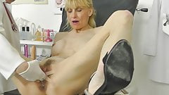 Hot MILF caught squirting in gynochair with hidden cam