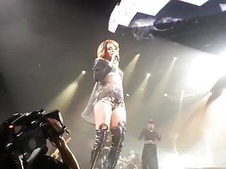Teen cologne Rihanna - cologne 2013 concert clip
