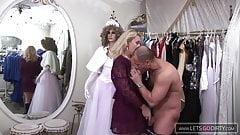 Ich fingere mich durch den haarigen Baer im Brautmodenladen