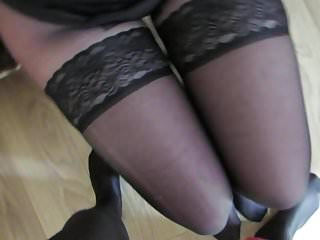Pantyhose leg sites Sperm on her nylon legs