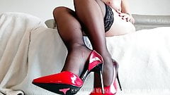 Foot Fetish - French MILF and Pantyhose on Vends-ta-culotte