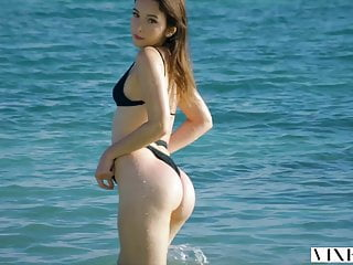Sex on the beach webcam - Vixen model has incredible passionate sex on the beach