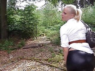 Plump teens masturbating - Lara cumkitten - anal plug in plump leggings ass