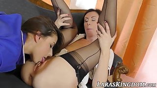 English mature beauty enjoying oral with hot young lesbian