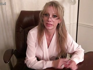 Need a cougar to fuck Lovely american mature secretary needs a good fuck