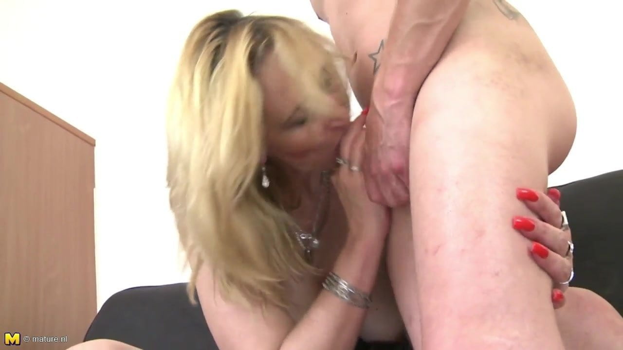 Amber Mature Porn mature sex bomb mom suck and fuck young boy's cock