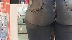 Strebsame blonde PAWG mit saftigem Nuss-Hintern in Jeans!