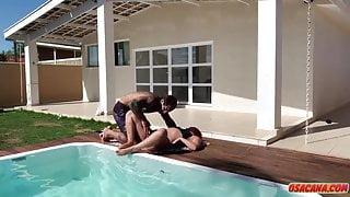 Guapa brasilera recibiendo un buen masaje y algo mas