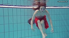 Libuse goes underwater in the pool