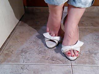 Anime com fetish sex Brincando com meu novo peep toe e meus pezinhos