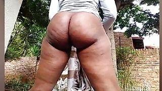 African Mzansi shakes her fat ass