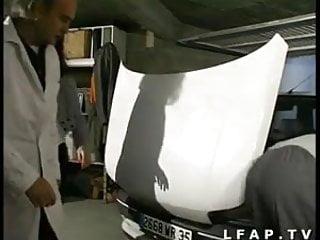 Amateur libertine - Libertine francaise prise dans un gangbang avec papy