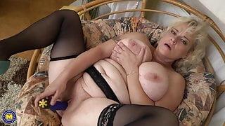 Bigtit natural stepmom needs a good sex
