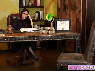 Judge barron okaloosa sucks - Judge instructs her assistant to lick her cunt in the office
