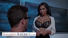 Naughty America - Gia Milana учит Lucas, как трахаться в киске