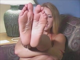 Battery suck on Joi - suck on my toes while you jerk off