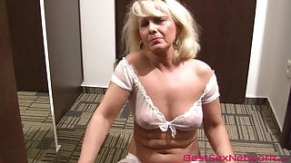 Granny spreads legs on the floor and toys her pussy in 4K