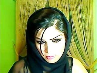 Free amateur live cam - Pakistani babe on live cam masturbating