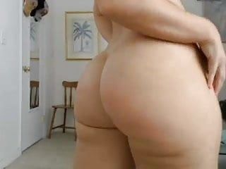 Phat white girl shakin her ass - Pawg shakin her ass on cam