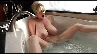 HugeTITS Bathing