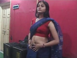 Sex and navel play Sexy desi with deep navel and boobs
