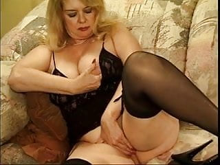Sex angles to please her - Mature woman knows how to please her men