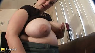 Big mature slut step mom loves to play with herself