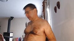 Hairy daddy's show on cam