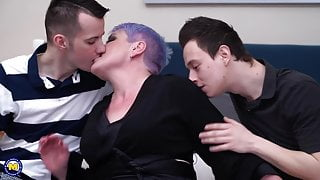 Big step mom fucked by two skinny boys in the ass