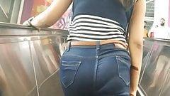 Сексуальная индийская задница с видимой линией трусиков