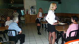 Serveuses enculees au restaurant