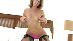 American milf Niki needs to take care of her tingling pussy
