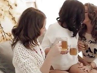 Benefits of an organize teens bedroom Asian brunette teens - bedroom foursome