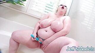 Extra Wet Bath With Fat Goddess Bunny De La Cruz
