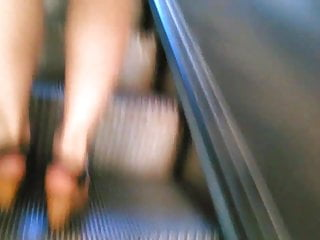 20 den pantyhose Upskirt on escalator 20 - black panty