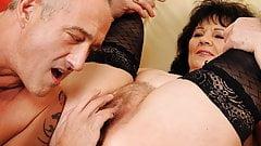 Опытная бабуля предлагает свою задницу для нашего удовольствия