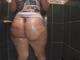 Escort ruby coalville - Ruby big oiled ass in the shower