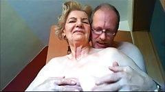Magnifique Oma - Anna mamie aux seins flasques