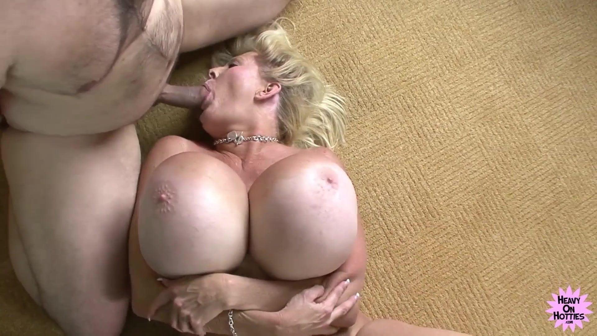 Cock bouncing cougar sex photo