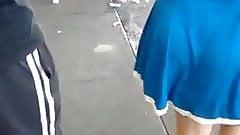 Gostosa de vestido marcando