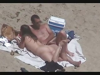 Beach and nude - Nude beach - couples caught on camera - voyeurs helpers