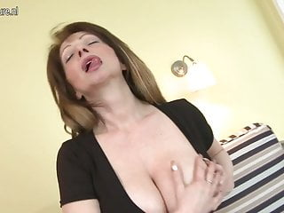 Hot body mature milf - Super hot milf slut loves to play with her hot body