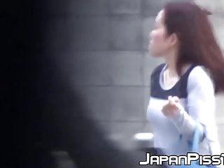 Asian women maturbation - Lucky voyeur catches asian women piss on camera
