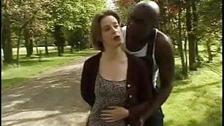 STP7 English Slapper Takes A Bick Black Cock Up The Ass !