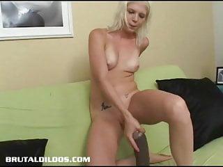 Ass gaping sex Jayda diamonde gapes her ass with a big brutal dildo