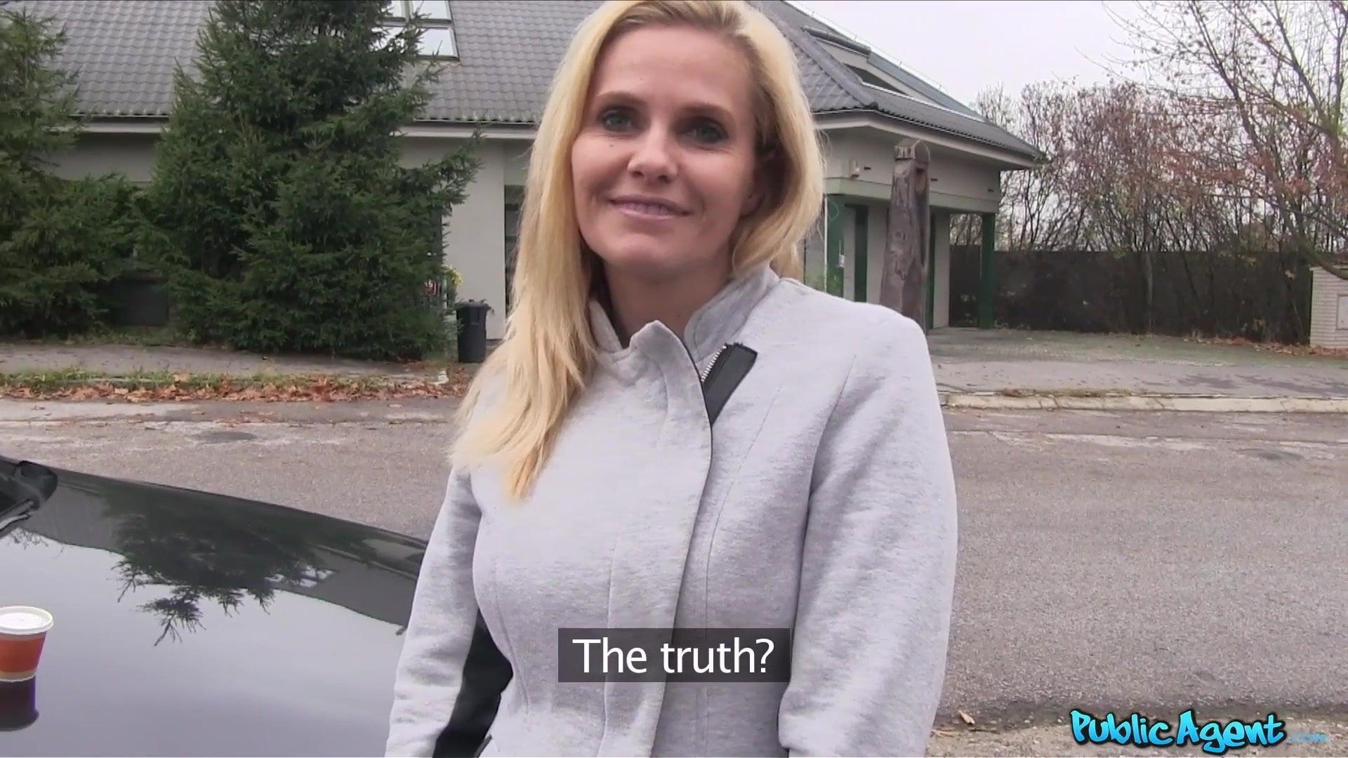 Groß titten agent blond Public Public Agent