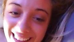 Blondynka z nami-nastolatka zostaje zerżnięta w transmisji na żywo