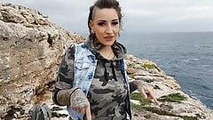 Tatowierte Deutsche Vicky Wird Im Freien Auf Malle Gefickt